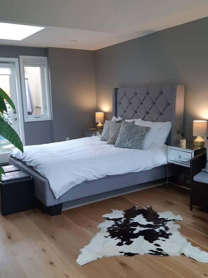 Oak Bay Guest Suite