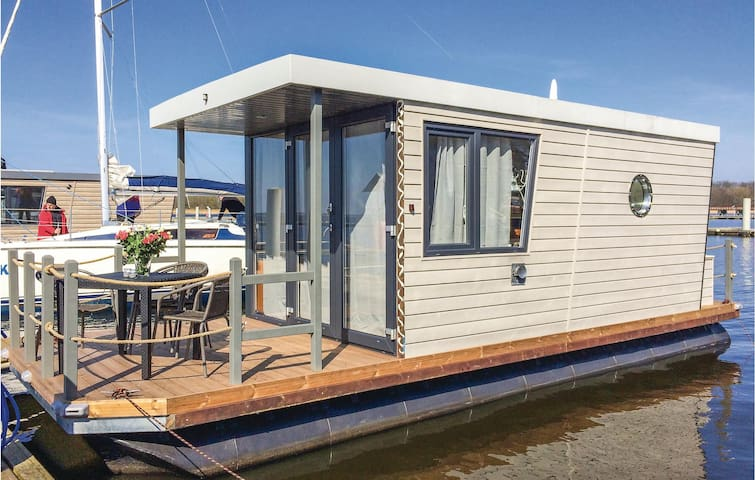 Houseboat with 1 bedroom on 20m² in Demmin