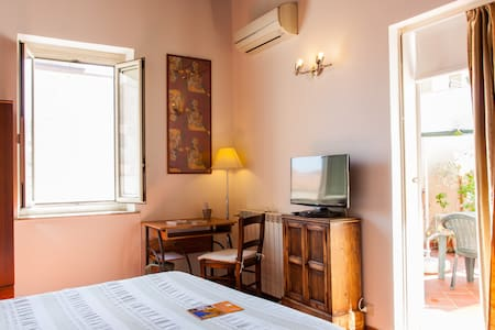 Lovely Attic in the City-Center | Wi-Fi & AirCon