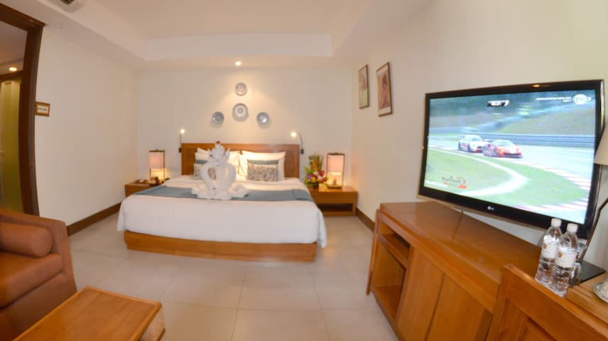 Modern Balinese One Bedroom with Second Floor Pool View - Breakfast Included