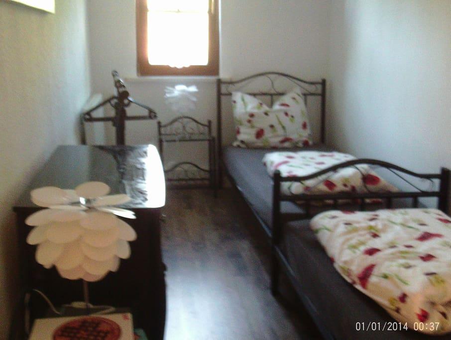 Ein kleines Schlafzimmer für große oder kleine Leute.