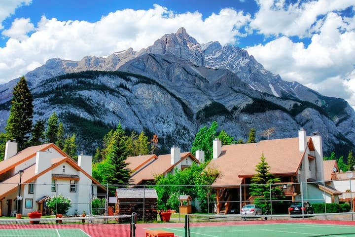 Banff - The Heart of the Rocky Mountains 1BR