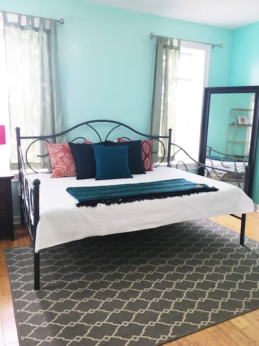 The bedroom is furnished with a comfortable full-size daybed.