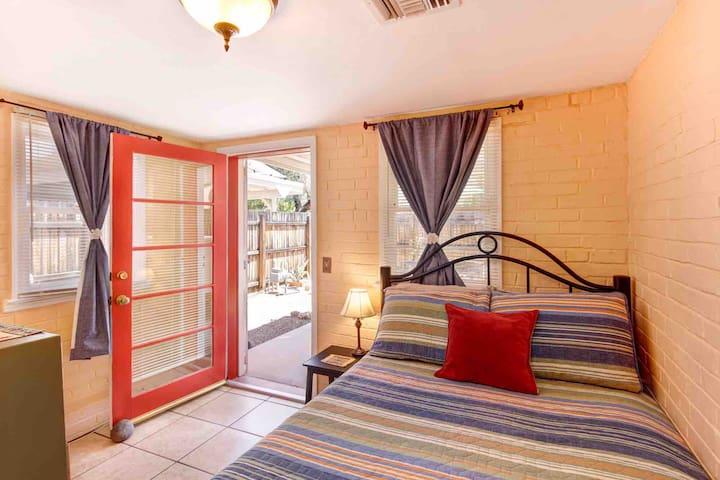 Sweet Studio One Bedroom Casita in Heart of Tucson