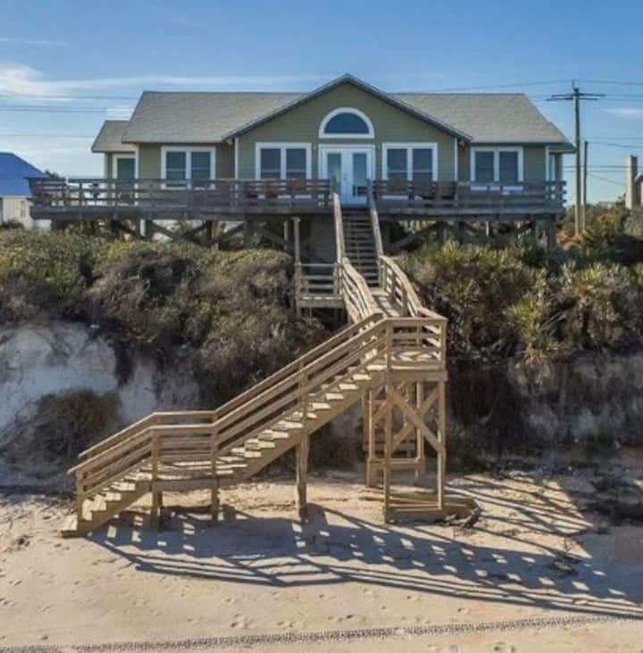 DIRECT BEACHFRONT 4 bedrooms,  Private Beach