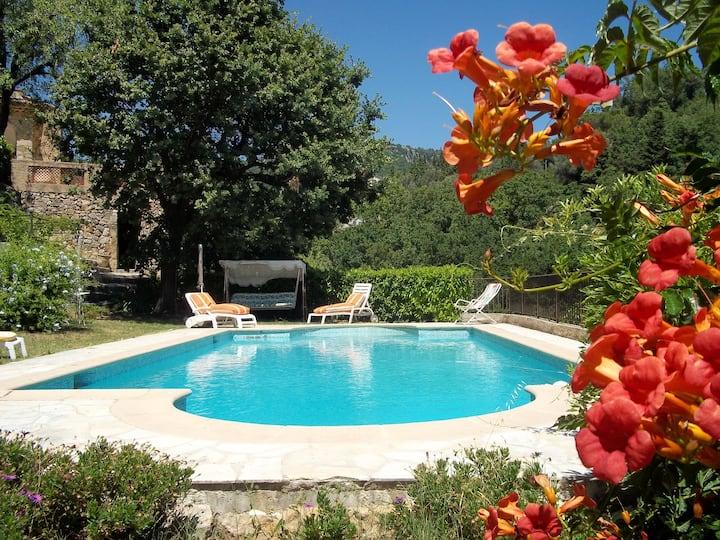 Appartement de 2 chambres à Châteauneuf-Grasse, avec piscine privée, jardin clos et WiFi - à 18 km de la plage