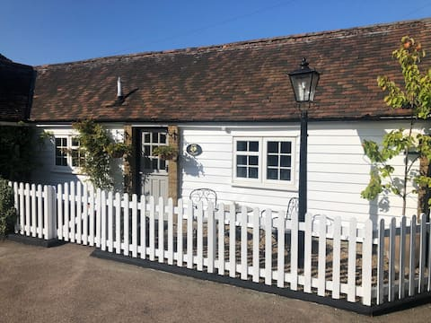 The Oast Cottage: Private Annex with own entrance