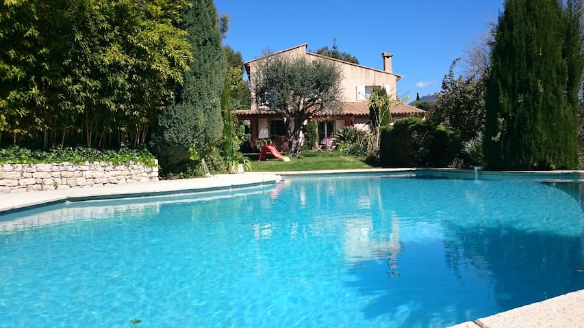superb provencal villa with pool - Nice - House