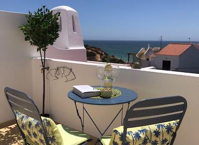 Benagil apartment - sea views, pools & beach 200m