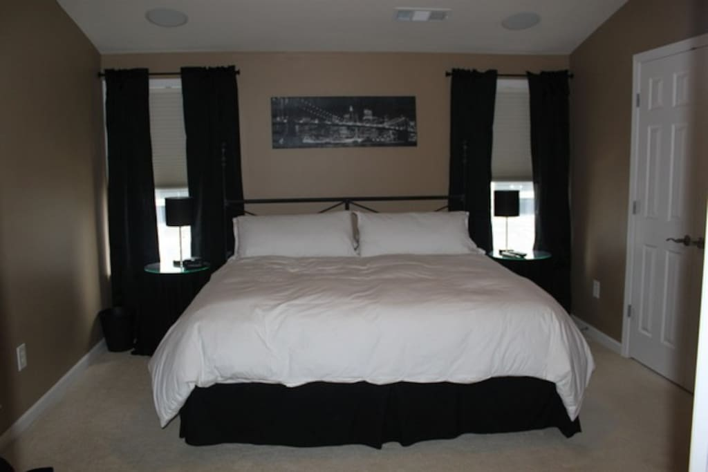Master Bedroom Suite - King Bed, Full Bath, Jetted Tub/Shower Combo, 2 Sinks on 3rd floor