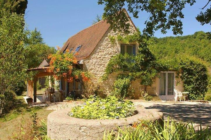 Gîtes sur 8 hectares ( Lot frontière Dordogne)