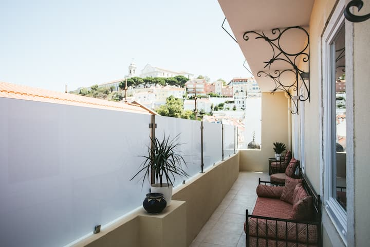 Castello Prime Suites - 01 Panoramic Balcony Apt