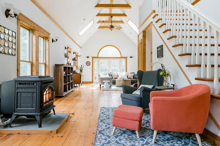Whimsy & Mountain Views, A Cozy Catskills Hideaway