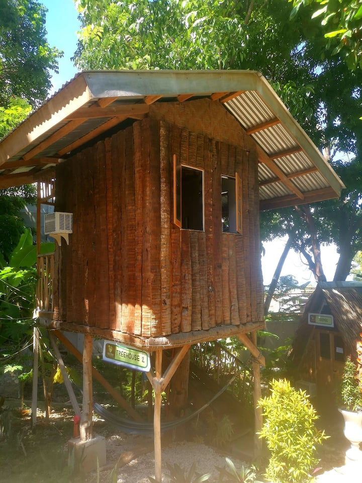 Stay N Save Lovely Treehouse