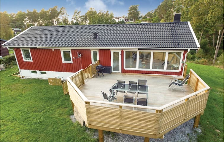 Holiday cottage with 3 bedrooms on 169 m² in Varekil
