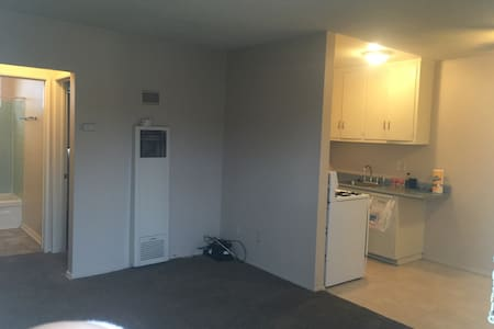 Quiet 1BD Apt in the heart of Downtown Alhambra - Альгамбра
