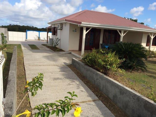 Villa avec piscine, 6 personnes~ 10 mn de la plage