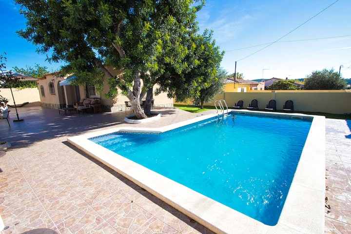Catalunya Casas: Adorable Villa St. Marti, close to the beach of Sant Salvador!