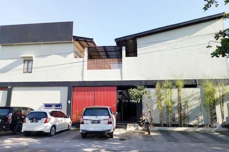 Wisma Subur Jaya (Guesthouse/Homestay) - Jekan Raya - Casa de hóspedes