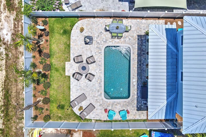NEW LISTING: Prvt POOL, 2 MASTERS, Close to Beach!