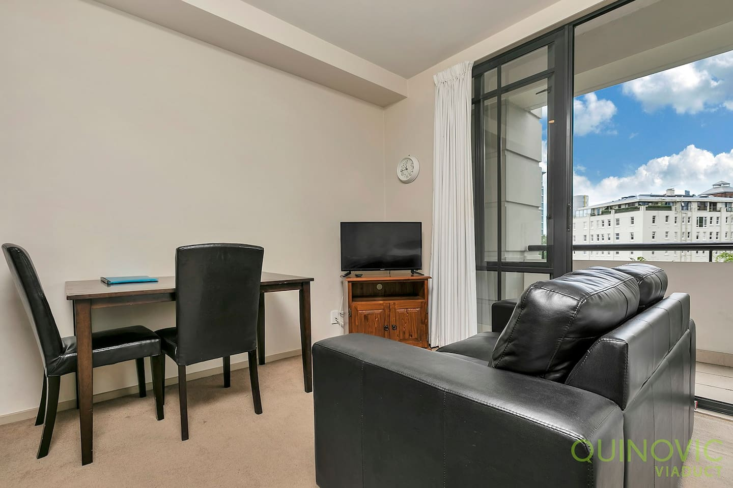 Central City Studio in the upmarket Connaught Complex. Open plan living with comfortable seating for 2.