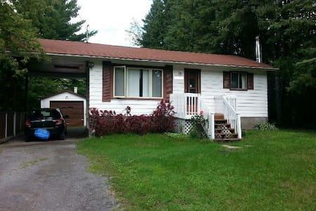 Cottage style bungalow; Bullfrog Cottage. - Ottawa - Bungalow