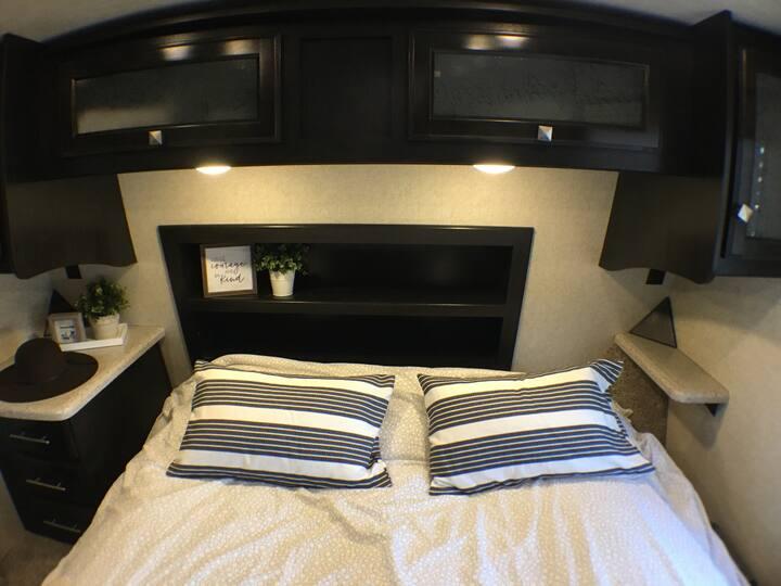 Camping in LUXURY & Sleeps 7