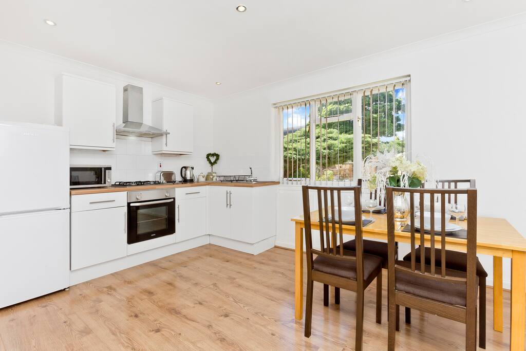 Self catering dining kitchen