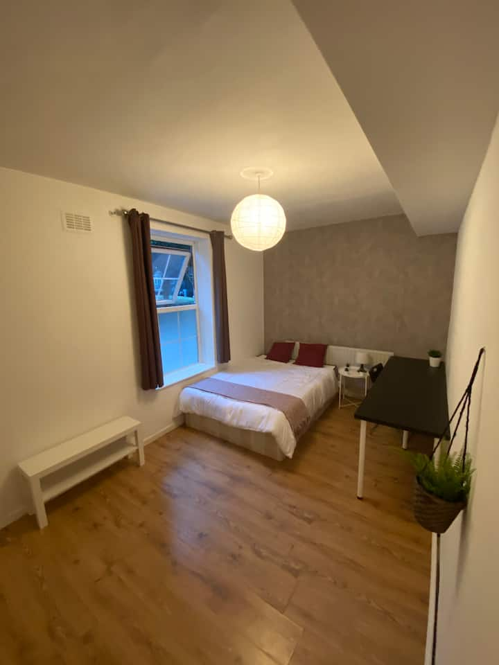 Spacious Double Room in Zone 2
