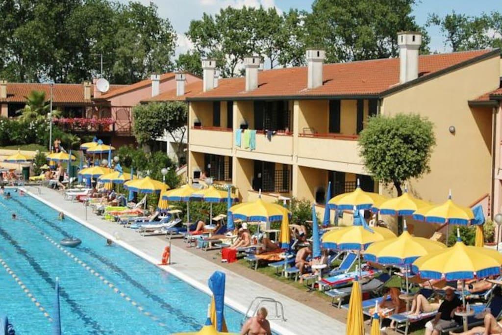 House & Swimming Pool