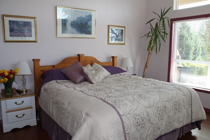 King sized bed in Lavender Rm.