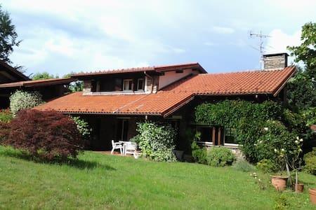 STRESA- Private Room in Villa - Vezzo - Villa