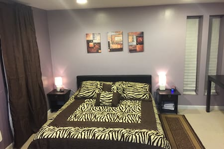 Supersized Studio/Efficiency Style Private Room - Falls Church
