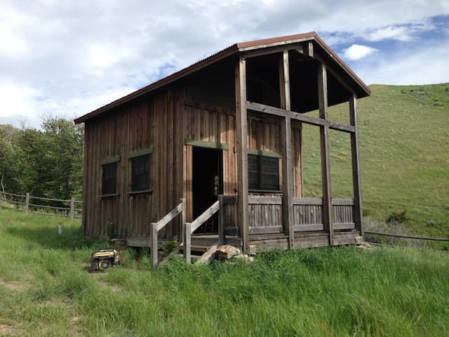 Sawmill Canyon Cabin in MT - Martinsdale