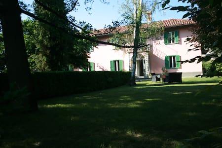 Garden Villa  in  Alba Langhe - Govone - Villa