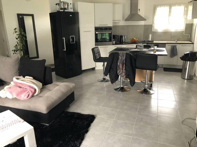 Chambre dans logement