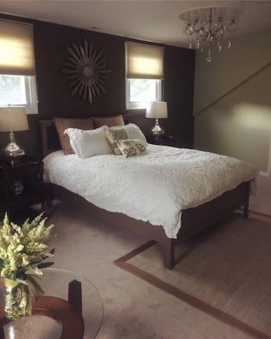 Private room with use of pool and hot tub - Stamford - House
