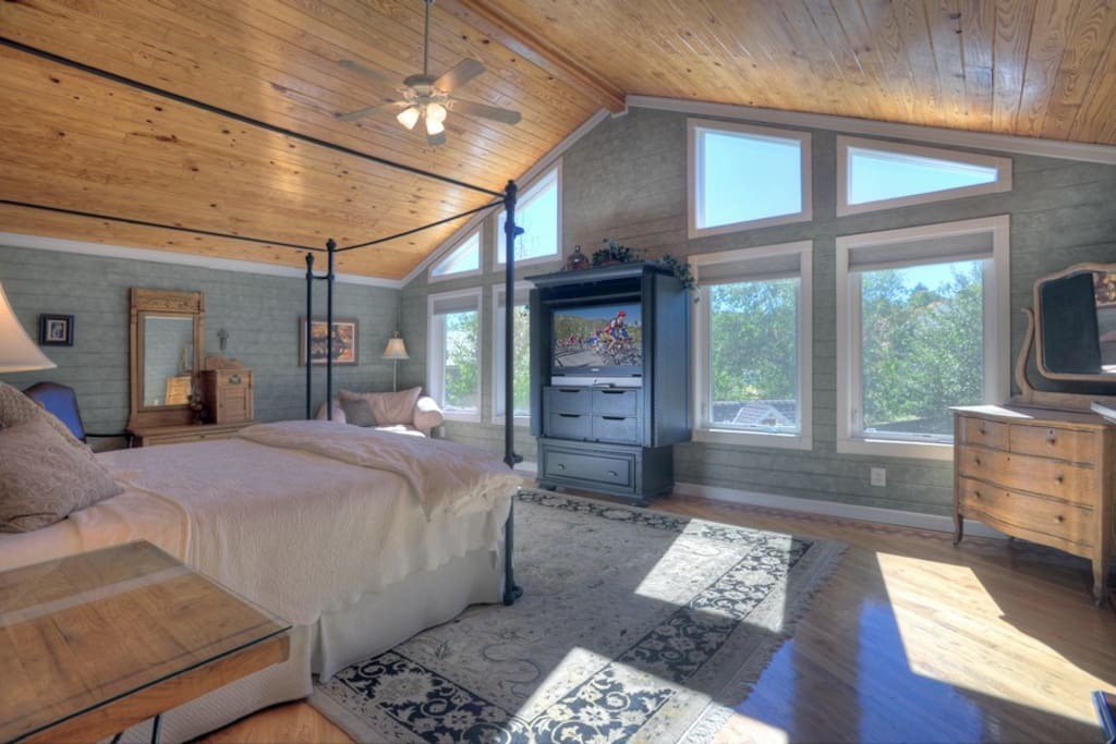 Durango Colorado vacation rental home in town known at OReilly House master bedroom suite