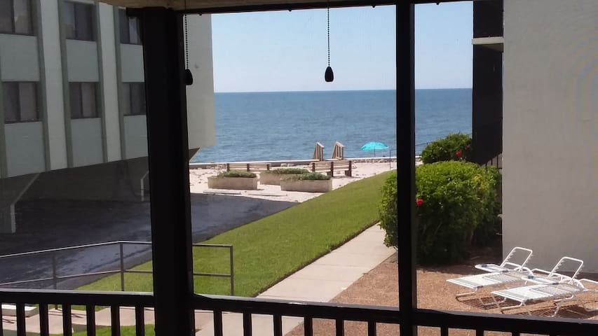 2 Bedroom Gulf Front Sunset Paradise