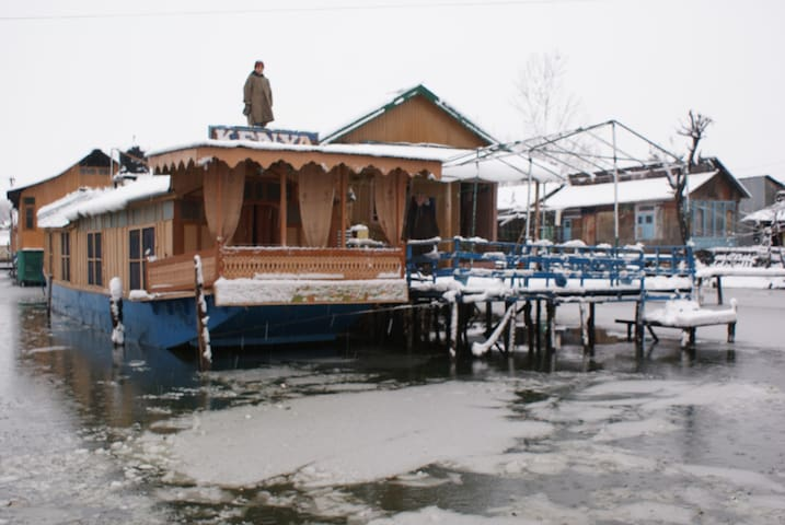 HouseBoat In Calm Dal Lake Room2(ROOM 1 SEE BELOW) - Srinagar - Łódź