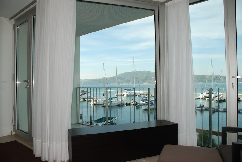 Vista da sala para a Marina