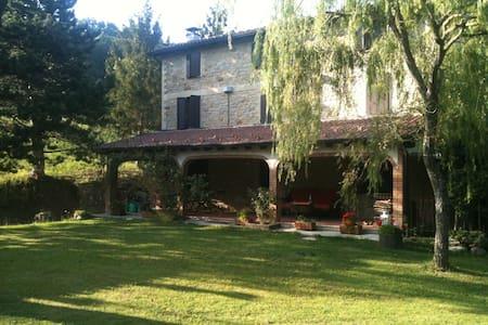 TIZZANO VAL PARMA casa di campagna  - Tizzano Val Parma - วิลล่า