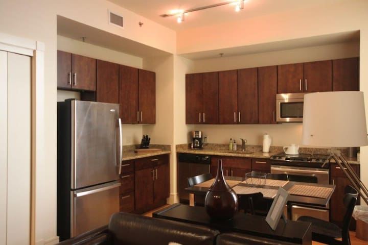 Intimate Apartment One Block from Bourbon St -M402