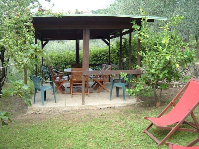 Gazebo con barbecue