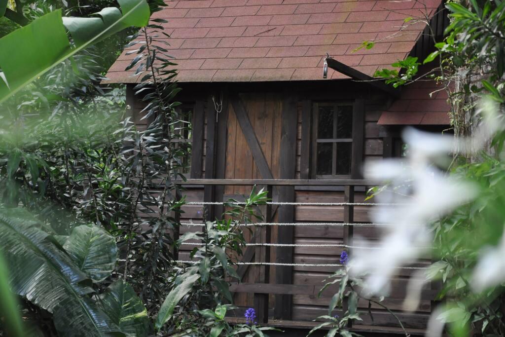La fonderosa casa del arbol casas en el rbol en for Alquiler casa arbol