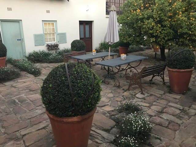 The courtyard to the oldest house in town welcomes you to intimate privacy with fragrances from the age old lemontree. These four bachelor rooms are converted stables dating from the Boer war and used by the British in 1901.