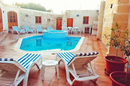 Margerita Farmhouse - Qrendi - Villa