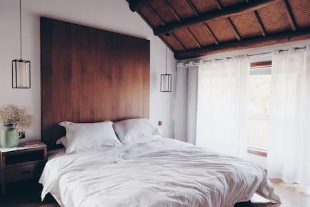 山吹民宿 #7 - 躺在浴缸里看西湖边茶山的落地窗景观房 - Hangzhou - Bed & Breakfast