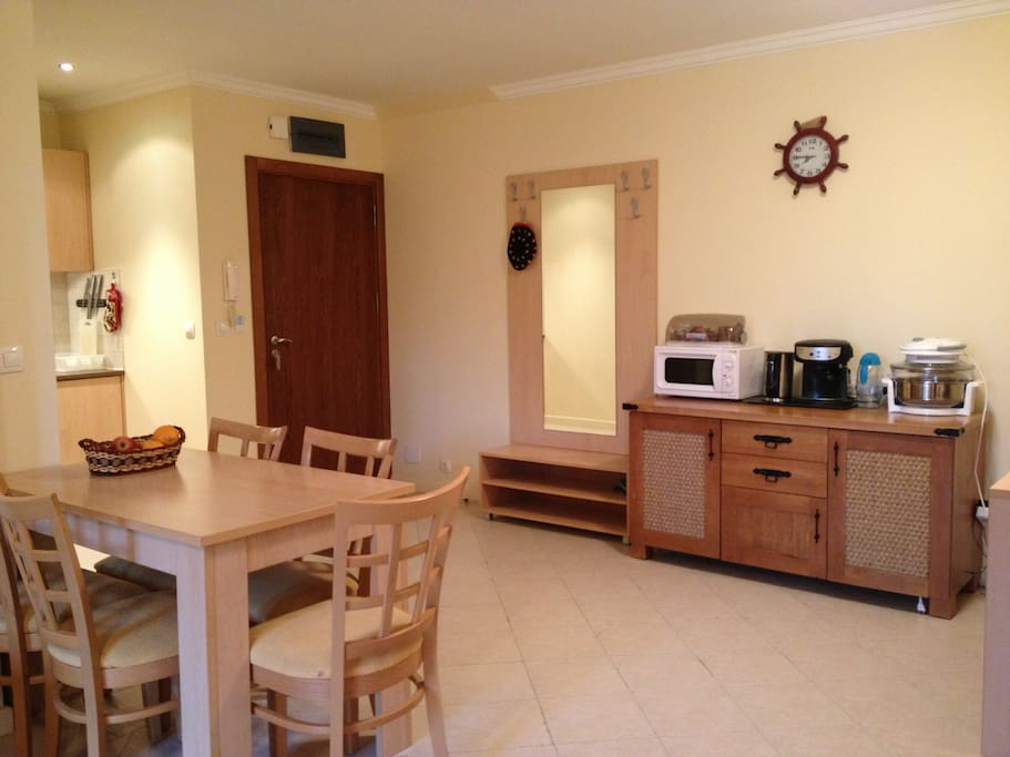 Kitchenette supplied with fridge, cooker, microwave, coffee-machine, steam-oven, blender
