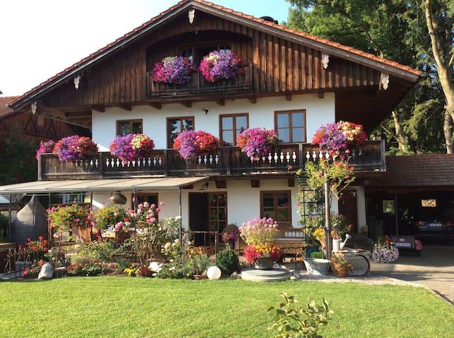 Ferienwohnung südlich von München - Ergertshausen  - Daire